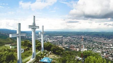 como subir al cerro de las tres cruces cali